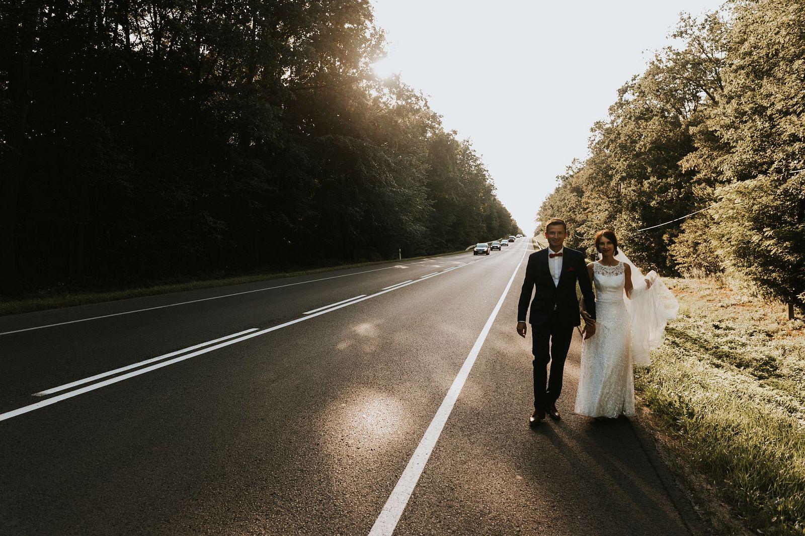 sesja ślubna w lesie Nowy dwór mazowiecki